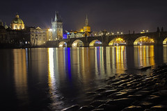 Le onde della Moldava / Vltava waves (Charles Bridge, Prague, Czech Republic) (AndreaPucci) Tags: prague czechrepublic vltava night charlesbridge staremesto oldtown andreapucci
