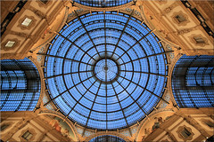 round # 1 (Bernergieu) Tags: milano italy blue italien blau mailand architektur architecture lookingup windows fenster