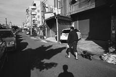 R0019270 (Mickey Huang) Tags: ricoh gxr mounta12 voi voigtlander color skopar 21mm f4p black white bw mono monochrome 黑白 taiwan 彰化 street shot snap 街拍 light shadow