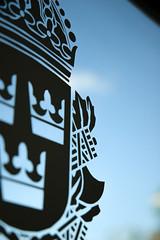 Polislogga (Thessman) Tags: swedishpolicestation polislogga genomskinligskylt genomskinlig glasdörr sommarpolis polisen polisloggapådörr glassdoor swedishpolicelogo polis polisstation polisenisommar loggapådörr polisskylt swedishcrimeprevention anmälbrott gustavsberg sweden