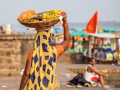 LR Madhya Pradesh 2018-2240542 (hunbille) Tags: birgittemadhyapradesh20182lr india madhya pradesh madhyapradesh maheshwar ghat ahilyabai ghats ahilyabaighat narmada river holy ahilya basket behind