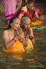 Varanasi (Rolandito.) Tags: asia india inde indien ganga river ganges fluss varanasi benares people praying prayer ceremony