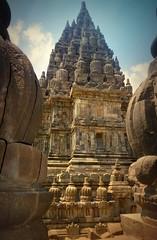 """INDONESIEN, Java, hinduistische Tempelanlage Prambanan, 17343/9888 (roba66) Tags: reisen travel explorevoyages urlaub visit roba66 asien südostasien asia eartasia """"southeastasia"""" indonesien indonesia """"republikindonesien"""" """"republicofindonesia"""" indonesiearchipelago inselstaat java prambanan tempelanlage tempel temple yogyakarta """"hinduistischetempelanlage"""""""" hinduismus bauwerk building architektur architecture arquitetura statue kulturdenkmal monument fassade façade relief platz places historie history historic historical geschichte unescoworldheritagesite"""