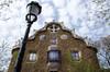 Hansel et Gretel (Frïsettes) Tags: barcelone barcelona espagne spain catalogne catalunya gaudi parcguell maison hansel gretel antoniogaudi architecture