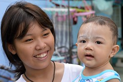 mother and son (the foreign photographer - ฝรั่งถ่) Tags: mother son boy khlong thanon portraits bangkhen bankok thailand nikon