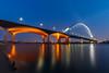 48 | De Oversteek Nijmegen (nldazuu.com) Tags: bluehour blauweuur burgerlijkeschemering waal gelderland brug avondfotografie deoversteek arnhem nldazuufotografeertcom davezuuring landschap rivier blauwekwartier nijmegen bridge