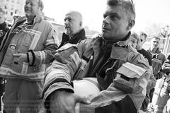 Mahnwache der Berliner Feuerwehrleute (Agentur snapshot-photography) Tags: berlin europa aktion 011900 demo protestaktion feuertonne mahnwache vegil rotesrathaus deutschland demonstration demos demonstrant demonstranten demonstrationszug kundgebung kundgebungen protest protestdemo protestdemonstration proteste protester protesters protestmarsch protestzug gesellschaft plakate transparent transpi feuerwehr fireandrescue firedepartment ausnahmezustand az überlastung berlinerfeuerwehr feuerwehrfrau firefighter feuerwehrleute frau frauen woman women feuerwehrmann fireman firemen berufsfeuerwehr gruppe 010900 gruppenaufnahme gruppenbild personen politik politics deu
