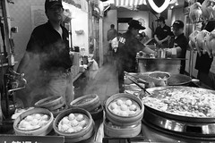 Xiao long bao vendor in Jiufen - Taiwan (Sergio Capuzzimati) Tags: xiao long bao vendor taiwan food asian street stall steam jiufen taipei meat cook eat nikon d3300