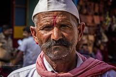 GOKARNA: PORTRAIT DANS LA RUE (pierre.arnoldi) Tags: inde india pierrearnoldi photographequébécois gokarna karnataka portraitdhomme portraitsderue photoderue photooriginale photocouleur photodevoyage on1photoraw2018 objectiftamron canon6d portrait couleur