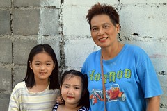 hotrod mama with daughters (the foreign photographer - ฝรั่งถ่) Tags: hot rod mama mother two daughters khlong bang bua portraits bangkhen bangkok thailand nikon d3200