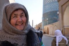 """Un sorriso """"prezioso"""" (Red Baron 3) Tags: uzbekistan islam musulmani khiva cittàsacra dentidoro ambulante moschea minareto"""