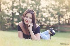 Alexane (5) - Savines le Lac - Mai 2017 (Le Rêv'elle ateur) Tags: canon eos 6d eos6d canon70200f4 paca hautesalpes savineslelac modèle portrait alexane shooting extérieur outside herbe grass talonshauts highheels chaussures shoes escarpin sourire smile grin