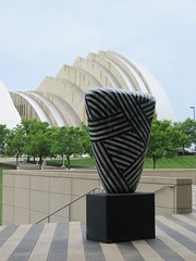 IMG_4901 (coco77622) Tags: kansascity kaufmancenter kcconvention statues art architecture