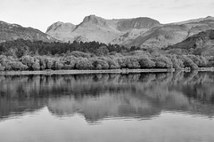 Langdale Pikes (l4ts) Tags: landscape cumbria lakedistrict greatlangdale fells langdalepikes elterwater lake reflection blackwhite monochrome