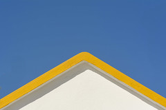 Yellow roof (Jan van der Wolf) Tags: map181152ve roof dak yellow geel architecture architectuur fuerteventura gevel triangle driehoek facade simple simpel dissymmetry symmetric symmetry symmetrie minimalism minimalistic minimalisme minimal minimlistic caletadefuste