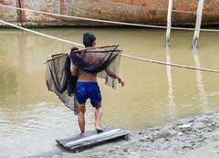 Pesca con red (Nebelkuss) Tags: myanmar mandalay asia birmania burma rio river irrawadi pescador fisher red net fujixt1 fujinonxf1855