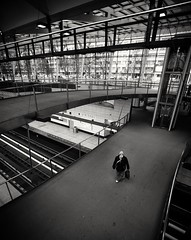 2018-04-07_12-20-08 (xskyven) Tags: nadrazi street praha prague person lookdown blackandwhite monochrome modern structure streetphoto architecture