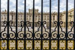 Palacio Real de Madrid (kike.matas) Tags: canon canoneos6d canonef1635f28liiusm kikematas palaciorealdemadrid madrid palacio españa reja plaza paisaje lightroom6