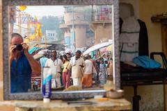 Auto-portrait chez un coiffeur...Varanasi..India (geolis06) Tags: geolis06 asia asie inde india uttarpradesh varanasi benares gange ganga ghat inde2017 olympus hindu hindou religieux religious
