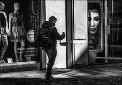 Mystérieux  sourcier.../ Strange dowser... (vedebe) Tags: noiretblanc netb nb bw monochrome homme humain people human ville city rue street urbain urban