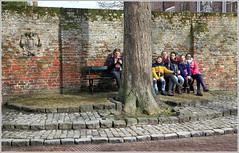 Une petite pause sur le Markt, Veere, Walcheren, Zeelande, Nederland (claude lina) Tags: claudelina nederland paysbas hollande zeeland zélande veere
