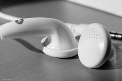 Earbuds (Vinicius_Ldna) Tags: 6964 macromondays plastic headphones earbuds fones ouvido ear macro mondays monochrome monocromatico motorola extension tubes canon 50mm londrina brazil