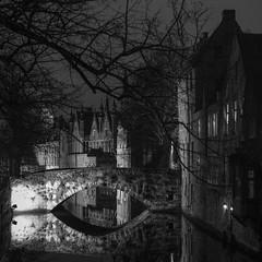 Meestraat bridge, Bruges, Belgium (Plan R) Tags: blackandwhite bridge medieval bruges night evening dark leica m 240 noctilux 50mm
