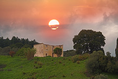 The House of the Rising Sun ! (GEORGE TSIMTSIMIS) Tags: house sunrrise dawn telephoto outdoors pentaxk1 fullframe ruins green pentaxhddfa70200mmf28eddcaw ricohimaging outdoorphotography outdoorphotographer oldhouse bushes hight fog mood