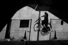 cycling (maekke) Tags: tokyo ueno japan shadow shadows shadowplay perspective negativespace highcontrast fujifilm x100t 2018 travelling tourist streetphotography bw noiretblanc