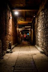 Couloir obscure... (Patrick Boily) Tags: quebec soir nuit night couloir hallway restaurant casablanca bois wood