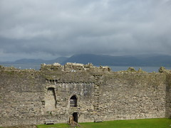 Beaumaris Castle - Inner Wall Walk - view to Chapel Tower (ell brown) Tags: anglesey isleofanglesey ynysmon wales unitedkingdom greatbritain beaumaris biwmares dindaethwy tindaethwy porthywygyr portofthevikings beaumariscastle kingedwardi civilwar llanfaes madogapllywelyn newborough fairmarsh normanfrench beaumareys jamesofstgeorge castellbiwmares cadw ruined castlesandtownwallsofkingedwardingwynedd unesco worldheritagesite unescoworldheritagesite scheduledancientmonument bulkeleyfamily innerwall chapeltower menaistrait