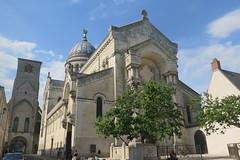 Tours, Basilica of Saint-Martin (19th century) (Sokleine) Tags: saintmartin basilique basilica culte catholic religion heritage 19thcentury tours touraine indreetloire 37000 centrevaldeloire frenchheritage france