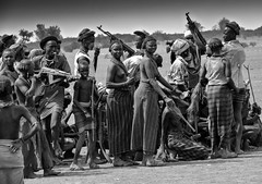 war lesson (robertoburchi1) Tags: blackwhite bianconero people persone reportage etiopia war