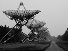 Contact (Rik Tiggelhoven Travel Photography) Tags: radiosterrenwacht astron radio astronomy westerbork concentration camp concentratiekamp durchgangslager national nationaal monument monochrome black blackandwhite white noir bw bn road olympus omd em5 mark ii 14150mm rik tiggelhoven travel photography