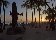 Kuhio Sunset (fantommst) Tags: lisaridings fantommst oahu hawaii honolulu hi usa sunset beach crowd palm trees duke kahanamoku kuhio waikiki