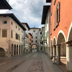 (Paolo Cozzarizza) Tags: italia friuliveneziagiulia pordenone spilimbergo scorcio cielo muro torre strada