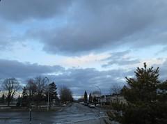 ** Notre matin de Pâques...** (Impatience_1 (peu...ou moins présente...)) Tags: ciel sky nuage cloud arbre tree rue street m impatience clôture fence supershot coth coth5 abigfave groupenuagesetciel