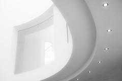 Light Bow (TablinumCarlson) Tags: europe deutschland germany brd nrw rheinland bonn nordrheinwestfalen nordrhein north rhinewestphalia rhine rhein leica m m240 summicron weichzeichner soft focus light licht white weis 50mm kunstmuseum museum axel schultes museumsmeile kunst art minimalismus minimalism modern bjss jürgen pleuser highkey high key fenster window lampen spot lamp bogen bow