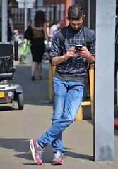 IMG_6057 (Skinny Guy Lover) Tags: outdoor guy man male dude smartphonezombie leaning jeans bluejeans backpack smartphone slender nikes nikesneakers nikeairmax