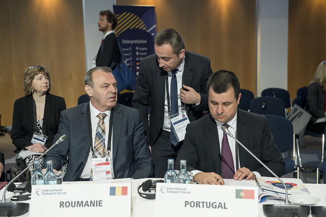 Lucian Șova and Guilherme D'Oliveira Martins preparing for the Closed Ministerial