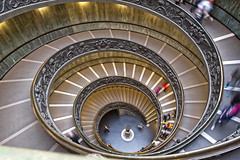 Vatican Museum Spiral (Alan Amati) Tags: amati alanamati europe museum italy italia roma rome vatican city vaticanmuseum stairs spiral spiralstaircase curve stairway circular staircase travel movement decending helix