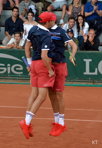 Mike Bryan - Chest bump