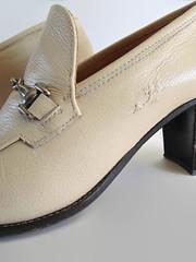 Beige Leather Loafers - Italian 90s Vintage Womens Shoes (lasbrandas) Tags: branda vintageshoes 90sshoes loafers italian beige women
