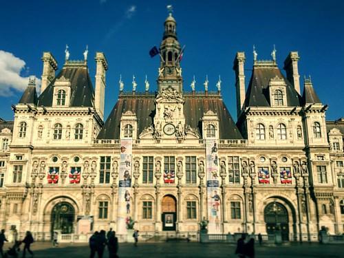 Hôtel de Ville historique de PARIS  Ce superbe bâtiment est classé aux monuments historiques . Photo iPhone prise lors d'un stage de pariscoachphoto  Cadrage & Prise de vue   Un voyage photographique temporel dans le Paris Haussmann ... .... ...   Plaisir