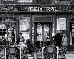 Café CENTRAL (michael_hamburg69) Tags: madrid spanien spain españa espagne café bar central musicaenvivo street photography monochrome lavidaenelcorazóndemadrid plazadelángel1028012madrid caramelo band livemusic