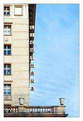 L ... (schu.j) Tags: berlin deutschland germany hauptstadt capital analog analogue film devscan entwicklung development farbe c41 colour kleinbild 35mm architektur architecture gebäude building karlmarxallee stadt stadtlandschaft city cityscape urban urbane citylandscape