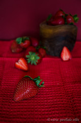 The world in red (nuriapase) Tags: strawberry fresa maduixa fruit bodegó stilllife red vermell rojo roig colour spring primavera food experimental