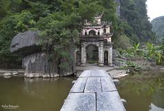 Ingresso alla Pagoda Bich Dong (Chùa Bích Động) (Fabio Bianchi 83) Tags: chùabíchđộng bíchđộng pagoda nihnhai bin vietnam asia travel viaggiare nihnbihn