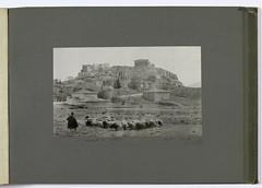 Βοσκός και  το κοπάδι του στα ριζά της Ακρόπολης. (Giannis Giannakitsas) Tags: αθηνα athens athen athenes greece grece griechenland 1903 fred boissonnas
