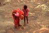 AU TAJ MAHAL (Jean d'Hugues) Tags: inde agra taj mahal enfant fillette sari